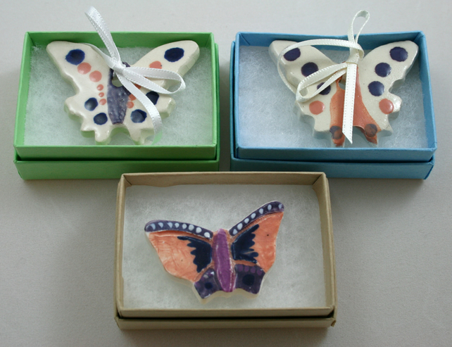 Little ceramic tokens of affection, boxed (wedding favours)