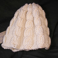 Cream, cabled beanie in 100% merino wool