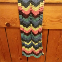 Pretty chevron pattern scarf in merino wool