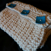 Superchunky, cosy, cowl in cream