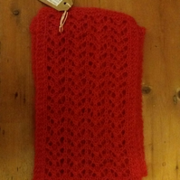 Warm and fluffy lacy scarf in red