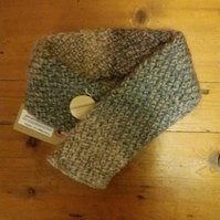 Handknit collar with vintage button fastening