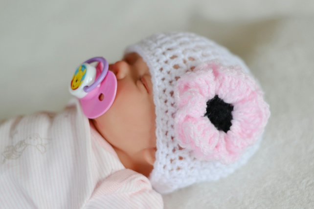 3 - 6 Months Baby Girl White and Baby Pink Poppy Flower Hat,