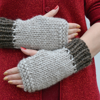 Womens Knitted Super Chunky Gloves, Brown Oatmeal ,Mens Gloves, Small to Medium
