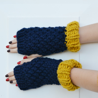 Womens Knitted Super Chunky Gloves, Mustard Navy ,Small to Medium