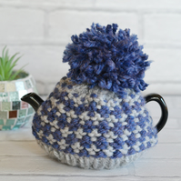 Super Chunky Knitted 1-2 Cup Pompom Tea Cosy Cover