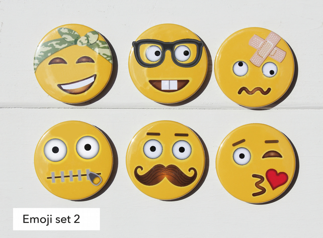 SMILE SMILEY FACE PIN  BUTTON BADGE BADGES LOGO PARTY BIRTHDAYS BADGES EMOJI NEW