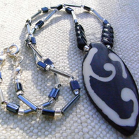 Black and White Pendant   (ne079)