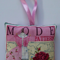 "Lavender Bag with Retro ""Sewing Themed Pattern"" design"