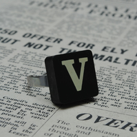 Keyword Ring - Letter V