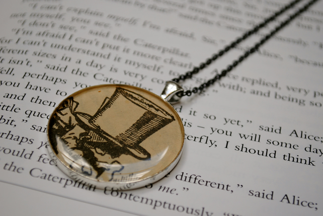 Alice in Wonderland Necklace - Mad Hatter