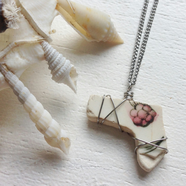 Pretty botanical floral sea pottery wire wrapped boho necklace