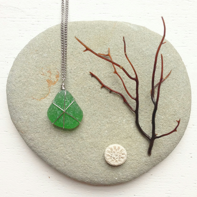 Emerlad green zesty sea glass star necklace