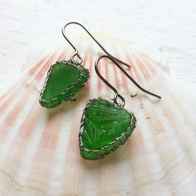 Textured emerald green sea glass earrings