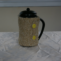 Cafetiere Cosy hand knitted in beige and gold fleck