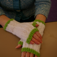 Fingerless Mittens - Knitting Pattern with longer cuff