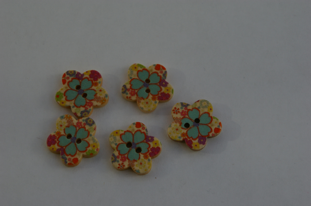 Five wooden Flower Buttons blue