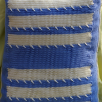 Cushion crochet blue and white