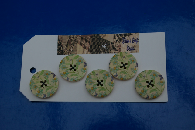 Buttons Wood Set of Five Daisy Flower Print