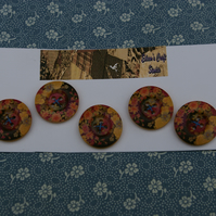 Buttons Wooden Set of Five Flower Patterned