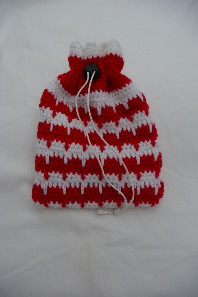 Bag Crochet toggled Gift Bag in White and Red