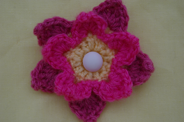 Brooch Crochet Flower Brooch in pinks