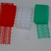 Lace lengths in Christmas colours