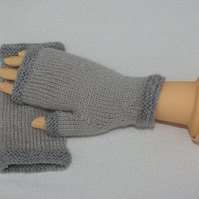Ladies Fingerless Gloves in two tone grey