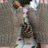 Beige girlfriend fingerless mitts