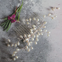 Bud Pearl Bridal Hair Comb - Ivory Floral Pearl Handmade Wedding Headdress