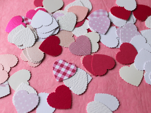 Scalloped Heart Shapes - Shades Of Pink and White in Assorted Finishes 100pk