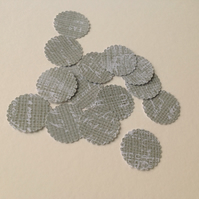Paper Scalloped Edge Small Circles,Hessian & White Script,100pk