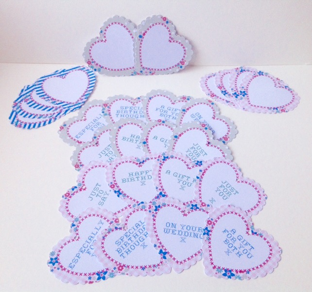 Heart Message Tag,Lge Scalloped Edge Hearts with Greeting,Floral Background,30pk