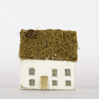 Handmade wooden Thatched Cottage, 3 bedrooms!