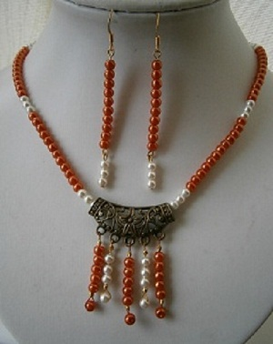 "20 ""  PEACH AND IVORY BEADED NECKLACE AND EARRING SET"