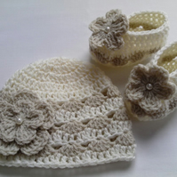 Pattern Crochet Baby Hat and Booties, beige and ivory, PDF file n27