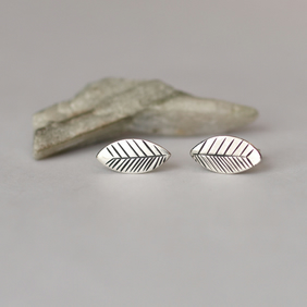 Graphic Print Leaf Studs