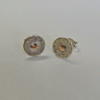 Hammered Sterling Silver Small Circle Studs with 9ct Yellow Gold Hearts