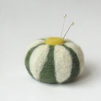 daisy pin cushion