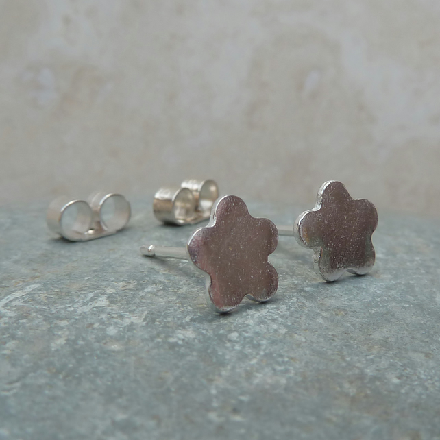 Fine Silver Small Flower Stud Earrings - STUD054