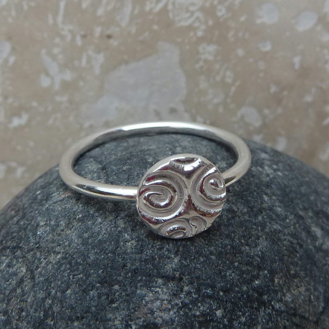 Sterling Silver Round Charm Ring - UK Size M - RNG005