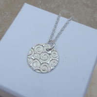 Sterling Silver 20 mm Swirl Patterned Pendant Necklace - PEN006