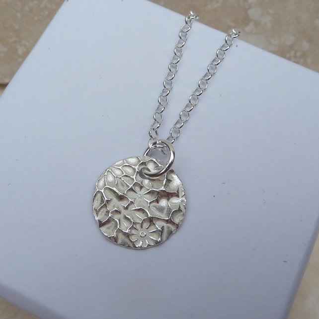 Sterling Silver 15 mm Patterned Round Pendant - PEN005