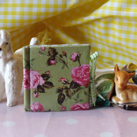 Needle Case - Green Gingham and Green & Pink Roses