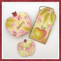 Apple magnetic note holder, fridge magnet and oversize key fob gift set