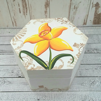 Trinket box or jewellery box - daffodil