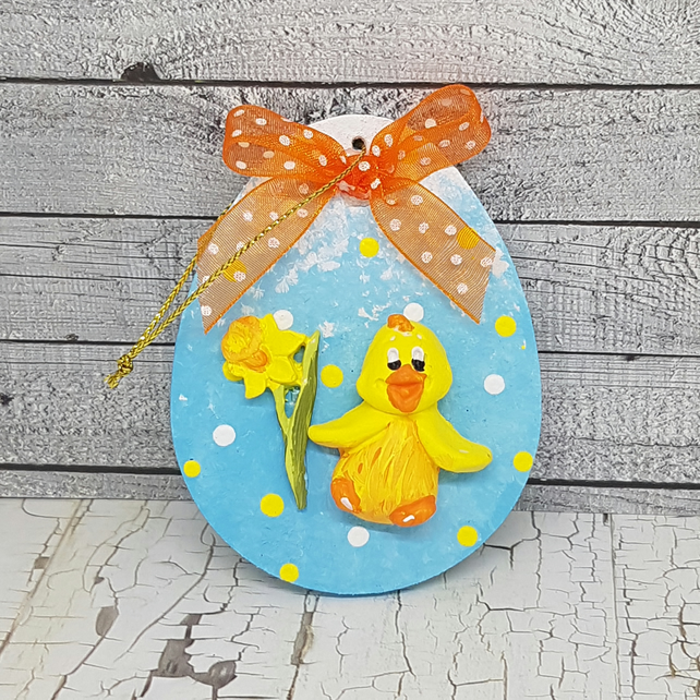 Easter or spring decoration with chick and daffodil