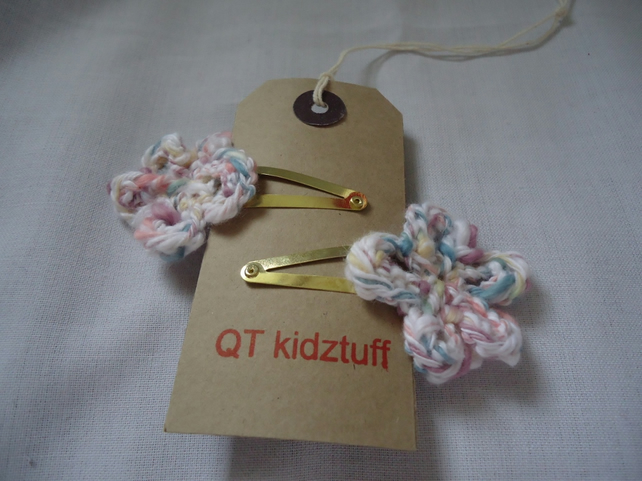 SALE  Knitted daisy hairclips