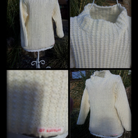 Cream hand knitted jumper age 4-5