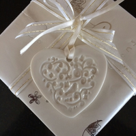 Porcelain Heart  (cream) Gift Tag